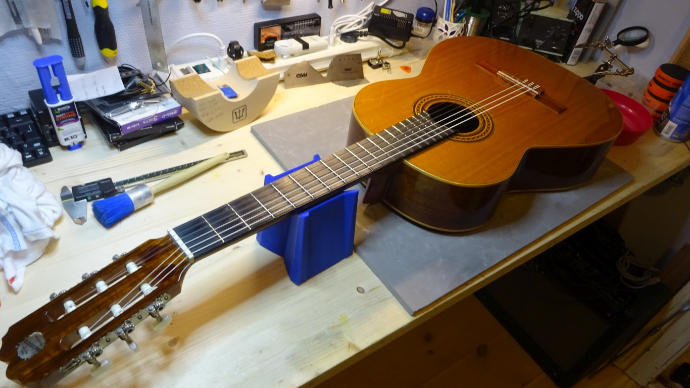 Spansk guitar reparation
